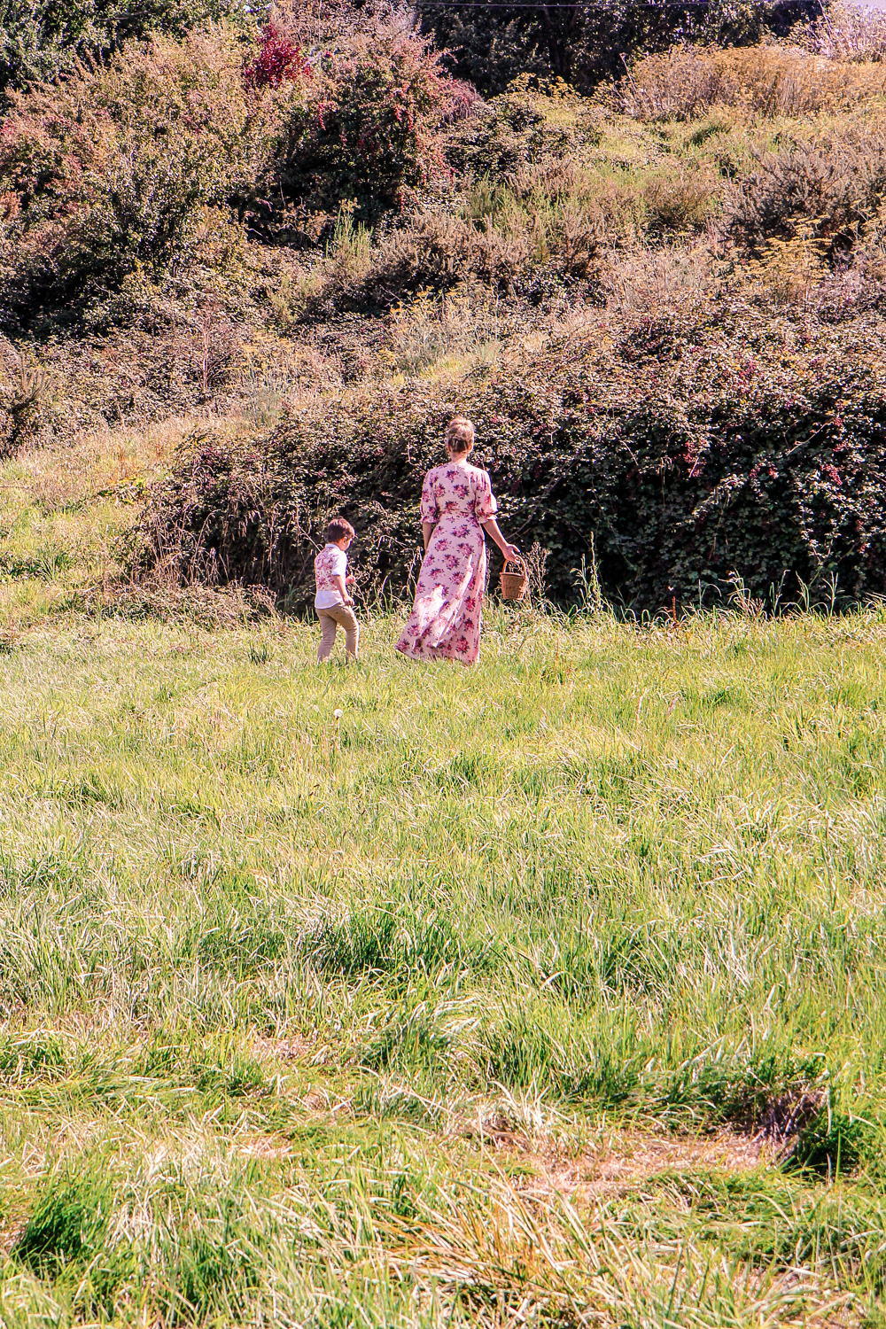 Goldfields Girl and little boy picking blackberries from a large black berry bush
